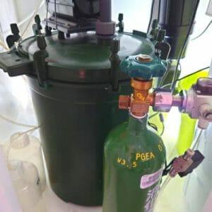 外部式フィルターとCO2ボンベ