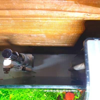 水槽の裏の様子